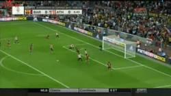Enlace a GIF: Piqué al larguero, la gran ocasión del Barça