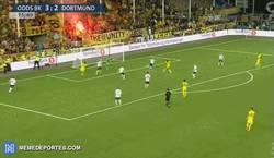 Enlace a GIF: Empata el Dortmund a 3, no falla Aubameyang ¡Partidazo!