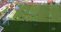 Enlace a GIF: Tras el penalti perdonado, Lewandowski adelanta al Bayern