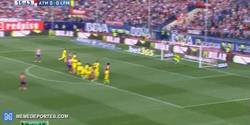 Enlace a GIF: Gol de Griezmann que adelanta al Atlético de Madrid