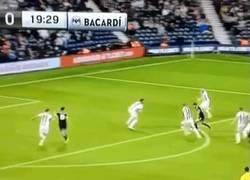Enlace a GIF: Así ha sido el primer gol de Pedro en su debut con el Chelsea