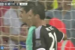 Enlace a GIF: El penalti parado por Courtois que salvó al Chelsea del desastre
