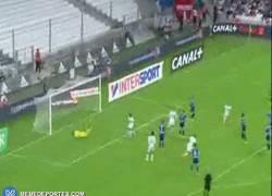 Enlace a GIF: Así fue el golazo de Lass en la goleada del Marsella de Michel
