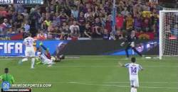 Enlace a GIF: Otro penalti que no pitan al Barça, ahora a Luis Suárez