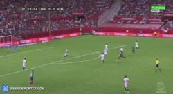 Enlace a GIF: Golaaaaaaaaazo de Jackson Martínez frente al Sevilla