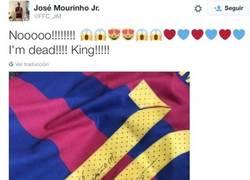 Enlace a El hijo de Mourinho sigue flipando con Messi