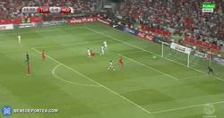 Enlace a GIF: Gol de Arda Turán frente a Holanda