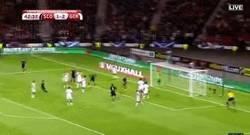 Enlace a GIF: El gol de Escocia para el 2 a 2 frente a Alemania