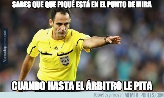 680452 - Hasta el árbitro odia a Piqué