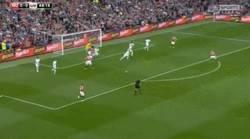 Enlace a GIF: El golazo de Blind para el Manchester United
