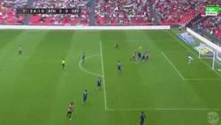 Enlace a GIF: Primer gol de Raúl García con el Athletic. GOLAZO
