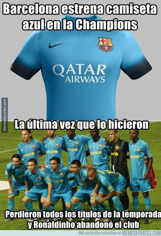 686030 - Cuidado. El Barcelona y la camiseta de color azul