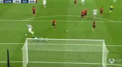 Enlace a GIF: El fallo tremendo de Benzema