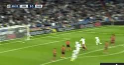Enlace a GIF: Hattrick de Cristiano Ronaldo empujando un rechace del portero