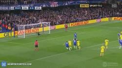 Enlace a GIF: Tremendo, Hazard mandando un penalti a las nubes