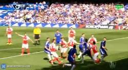Enlace a GIF: Gol de Zouma de cabeza que adelanta al Chelsea