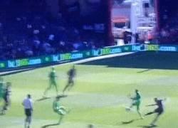 Enlace a GIF: Golazo de Ritchie, jugador del Bournemouth