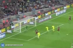 Enlace a GIF: Gol de Bartra para el Barça que se adelanta en el marcador