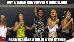 Enlace a Ronaldinho planea su vuelta a Barcelona
