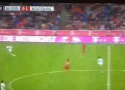 Enlace a GIF: La cantada de Neuer que estuvo a punto de ser el 0-2 ¡Salida a lo loco!