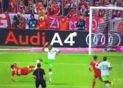 Enlace a GIF: El quinto gol de Lewandowski, una obra de  arte