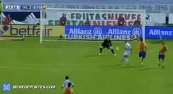 Enlace a GIF: Golaaaaazooo de Iago Aspas, pone el 2-0. Ter Stegen sigue buscándola