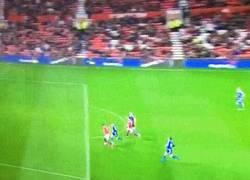 Enlace a GIF: Otra vez gol de Martial que sigue en racha, esta vez en Capital One Cup