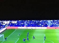 Enlace a GIF: El primer gol de la temporada para Alexis Sánchez