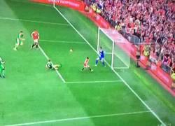 Enlace a GIF: Así fue el gol de Memphis, asistencia de Mata