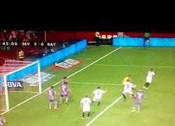 Enlace a GIF: Segundo gol del Sevilla, N´Zonzi a pase de Reyes aumenta la ventaja