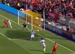 Enlace a GIF: El golazo de Giovinco, que lo sigue petando en la MLS