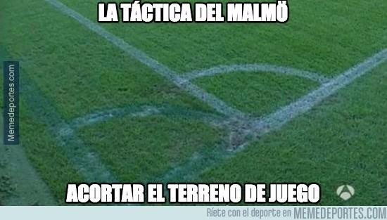 699409 - El Malmö ya ha empezado el partido, para que el Madrid centralice su juego y no explote las bandas