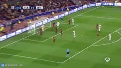 Enlace a GIF: Gol de Papadopoulos para el Bayer Leverkusen, se adelanta en el Camp Nou