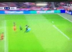 Enlace a GIF:¡HAT-TRICK de Lewandowski! Nadie lo para ¡y vaya golazo!