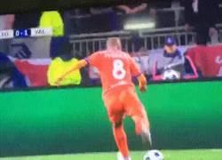 Enlace a GIF: Así ha sido el GOLAZO de Feghouli para que el Valencia tome la ventaja