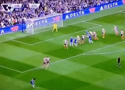 Enlace a GIF: Vaya GOLAZOOOOO de Willian para el Chelsea. ¡Espectacular!