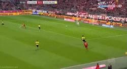 Enlace a GIF: Otro gol de Lewandoski... doblete. La asistencia es una barbaridad