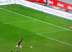 Enlace a GIF: La tranquilidad de Perotti para marcar de penalti ¿Presión, dónde?
