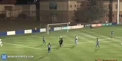 Enlace a GIF: Fair play en Azerbaiyán: un jugador falla un penalti intencionadamente