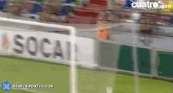Enlace a GIF: Golazo de Munir, hace un caño y completa la jugada con un gran gol