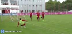 Enlace a GIF: Increíble control de Gaudino, juvenil del Bayern