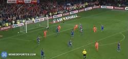 Enlace a GIF: El gol de Bale que cerró la histórica clasificación de Gales