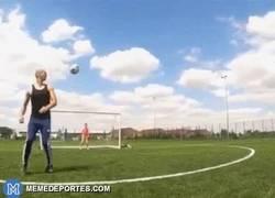 Enlace a GIF: El arte de controlar balón y su increíble evolución