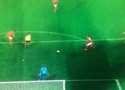 Enlace a GIF: Otra asistencia de Aubameyang, esta vez Mkhitaryan, que liquida el partido