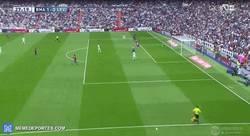 Enlace a GIF: Gol de Marcelo para el Real Madrid