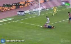 Enlace a GIF: La polémica de la jornada en el Real Sociedad - Atlético de Madrid [penalti no señalado]