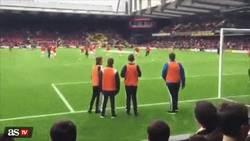 Enlace a GIF: El golazo de Alexis Sánchez antes del partido contra el Watford