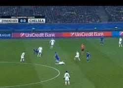 Enlace a GIF: Matic dejando en claro lo buen centrocampista que es