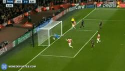 Enlace a GIF: Gol de Özil al Bayern