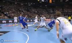 Enlace a GIF: Rune Dahmke y su espectacular gol con giro de 360º